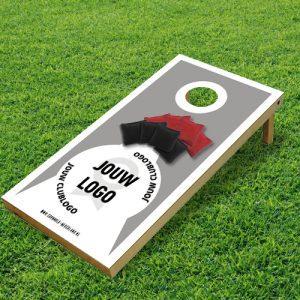 cornhole spel met eigen clublogo club logo